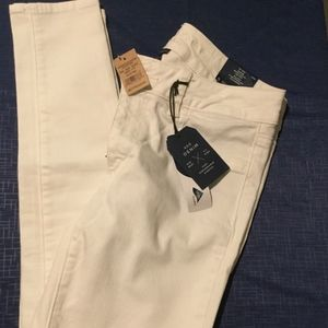 American Eagle Outfitters white skinny jeans!